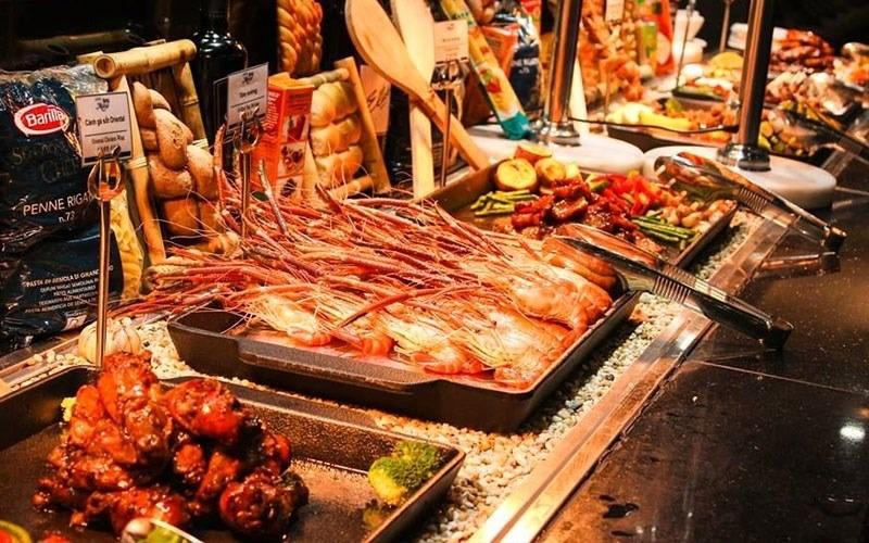 Mô hình kinh doanh nhà hàng buffet thu hút thực khách bởi đa dạng món ăn