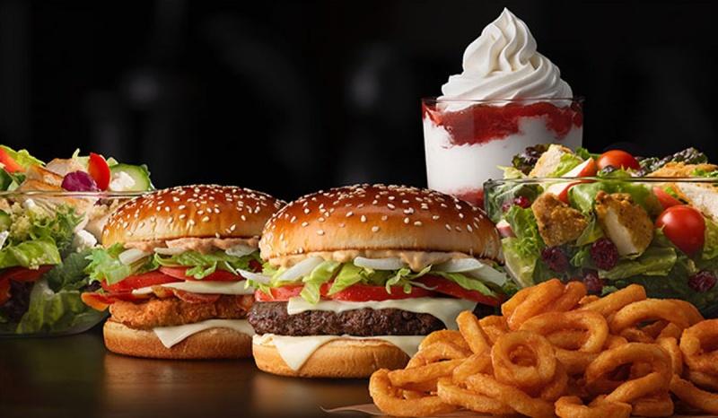 Fast Food phù hợp với nhiều người bởi đa dạng và tiết kiệm thời gian chế biến