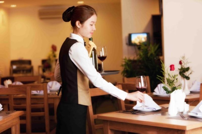 Cách phục vụ nhà hàng chuyên nghiệp dành cho nhân viên nhà hàng